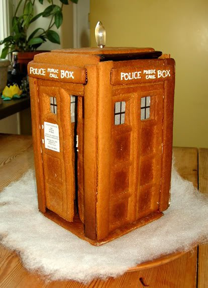 tardis_gingerbread_house