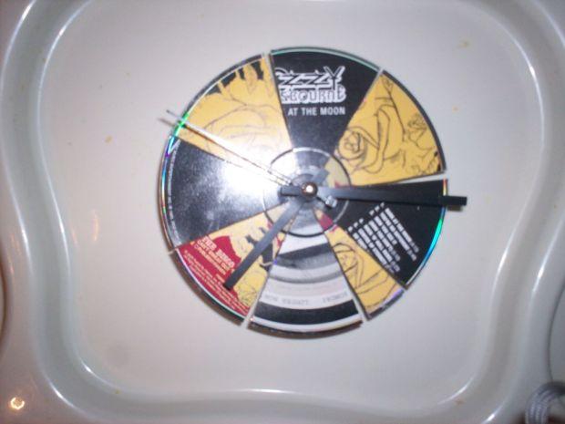 CD-clock-segmented