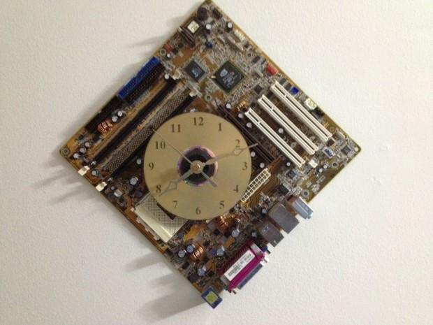 CD-motherboard-clock