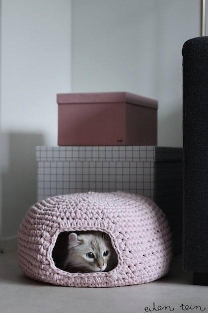 eilentein_crocheted_cat_cave