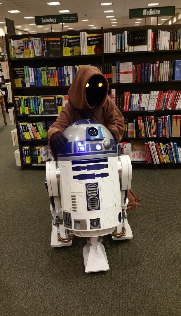 Never Leave a Jawa alone with a droid - even at Maker Faire.