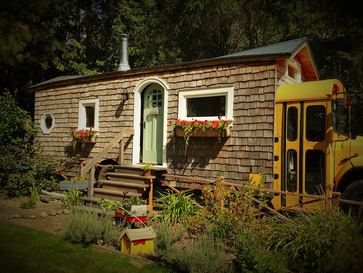Weekend Watch: Tiny Home Living with the Von Thompsons