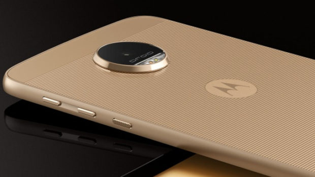 The Moto Z comes packed with a Qualcomm MSM8996 Snapdragon 820, 5.5-inch AMOLED display (1440 X 2560) and 4 GB of RAM... and it's DIY ready