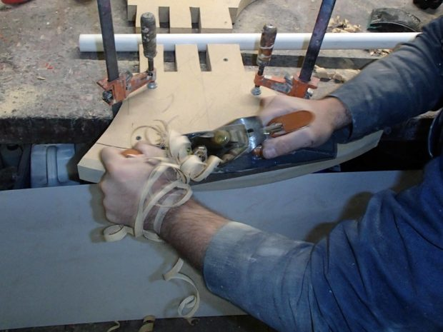 FIGURE 1-18: Cutting the edge of the blade with a jack plane