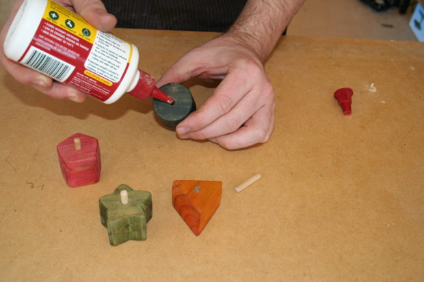 2c-drill-shape-holes-and-glue-dowl