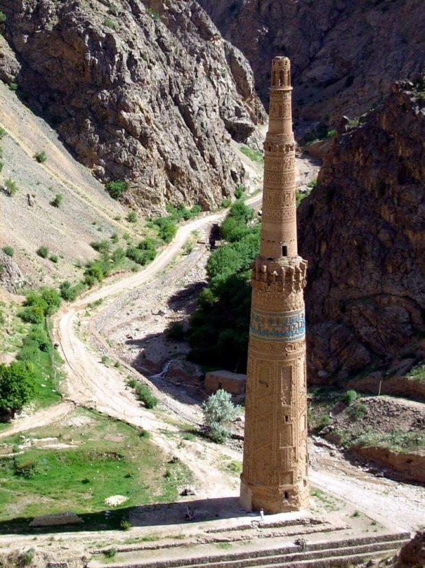 800px-minaret_of_jam_2009_ghor-david-adamec