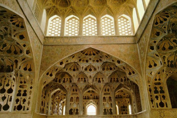 iran_isfahan_ali-qapu_music_room_02