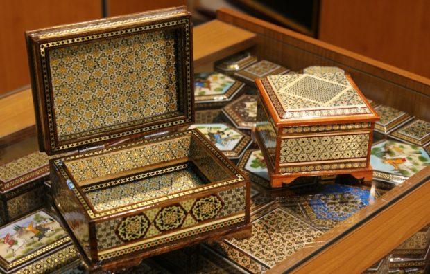khatam-boxes-in-shop