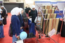 Traditionally, making tapestries required a loom as long as the piece you were making. Dr. Ali Saleh Alnajadah shows his modified loom that squeezes meters of material into a tight space.