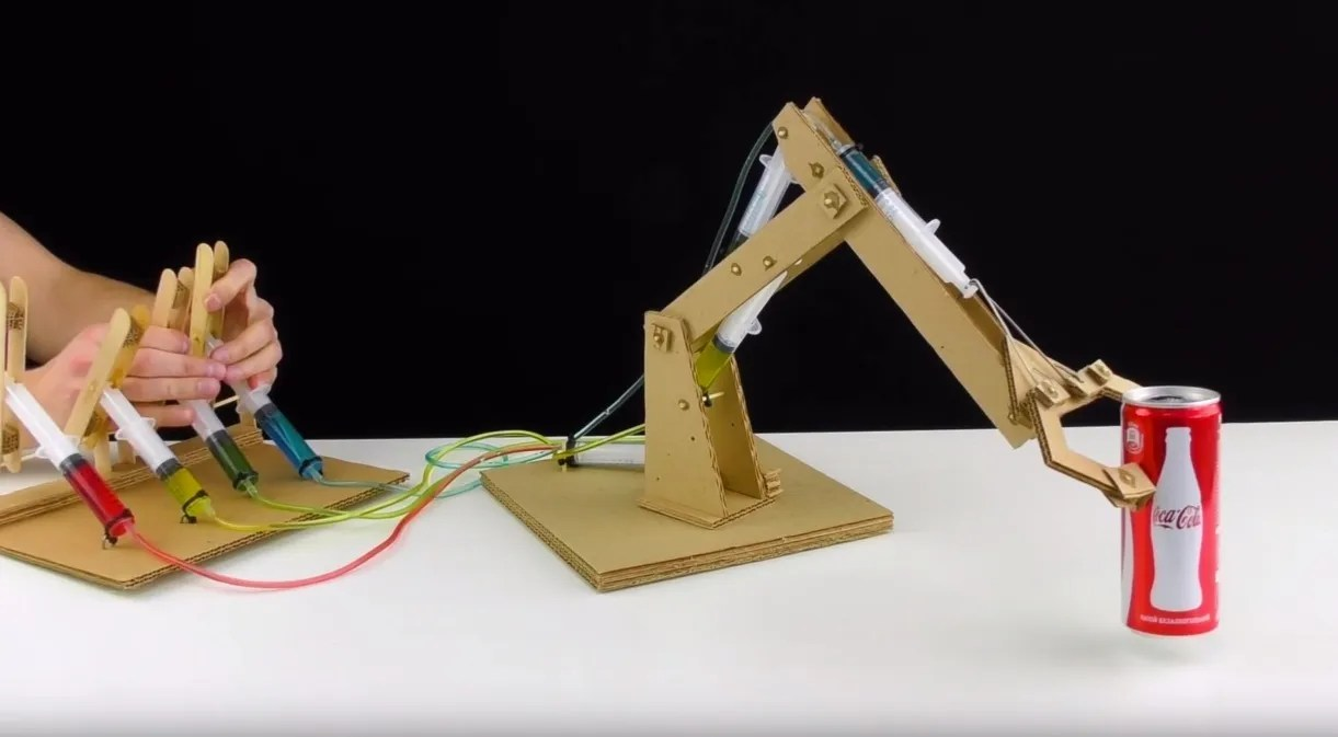 Simple Hydraulic Robotic Arm Designs : Making an impressive working robotic arm from cardboard