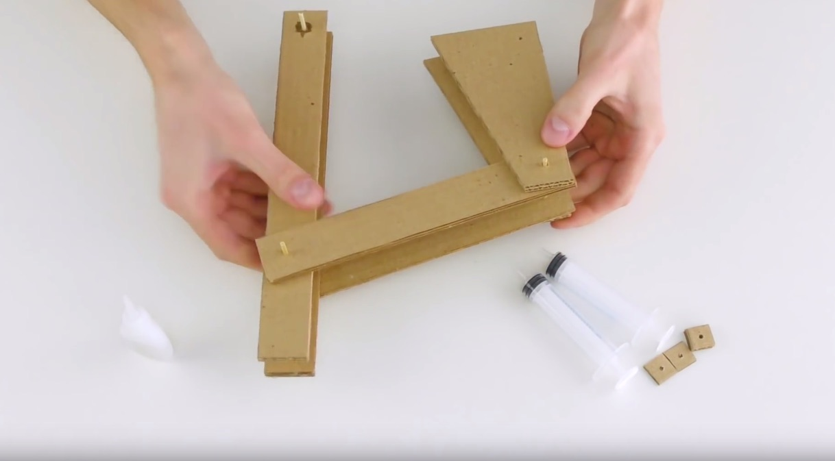 Cardboard Hydraulic Ar : Making an impressive working robotic arm from cardboard
