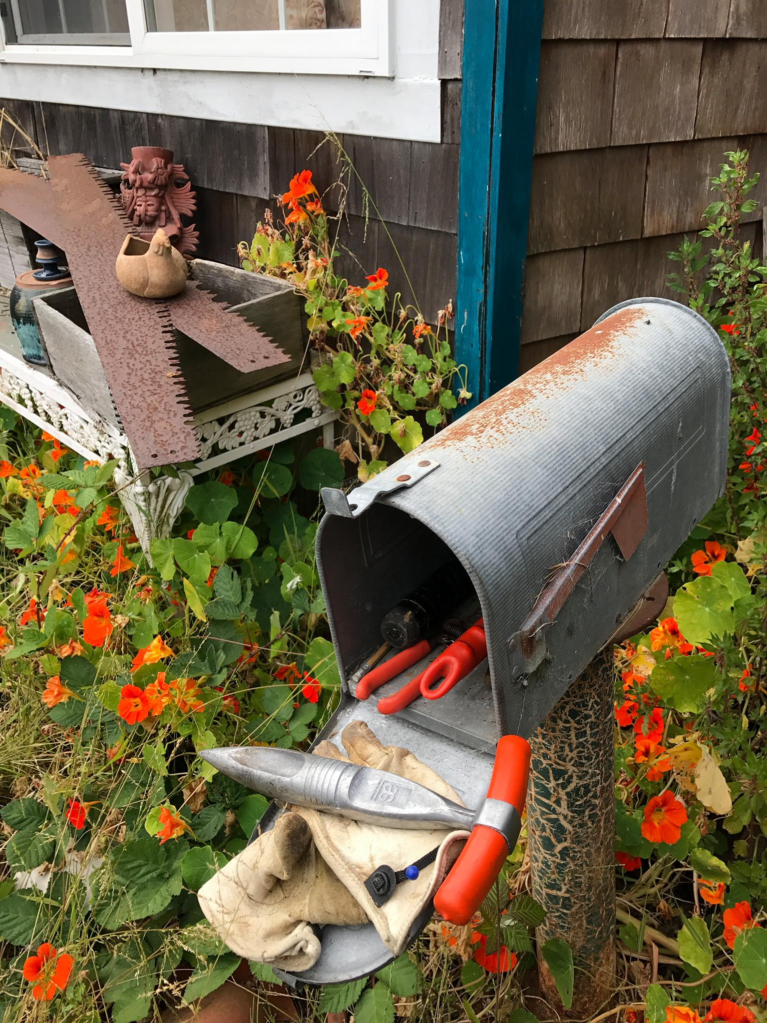Tips of the Week: Big Wrench/Small Bolt, Organizing Screws, Mailbox Garden Tool Stash