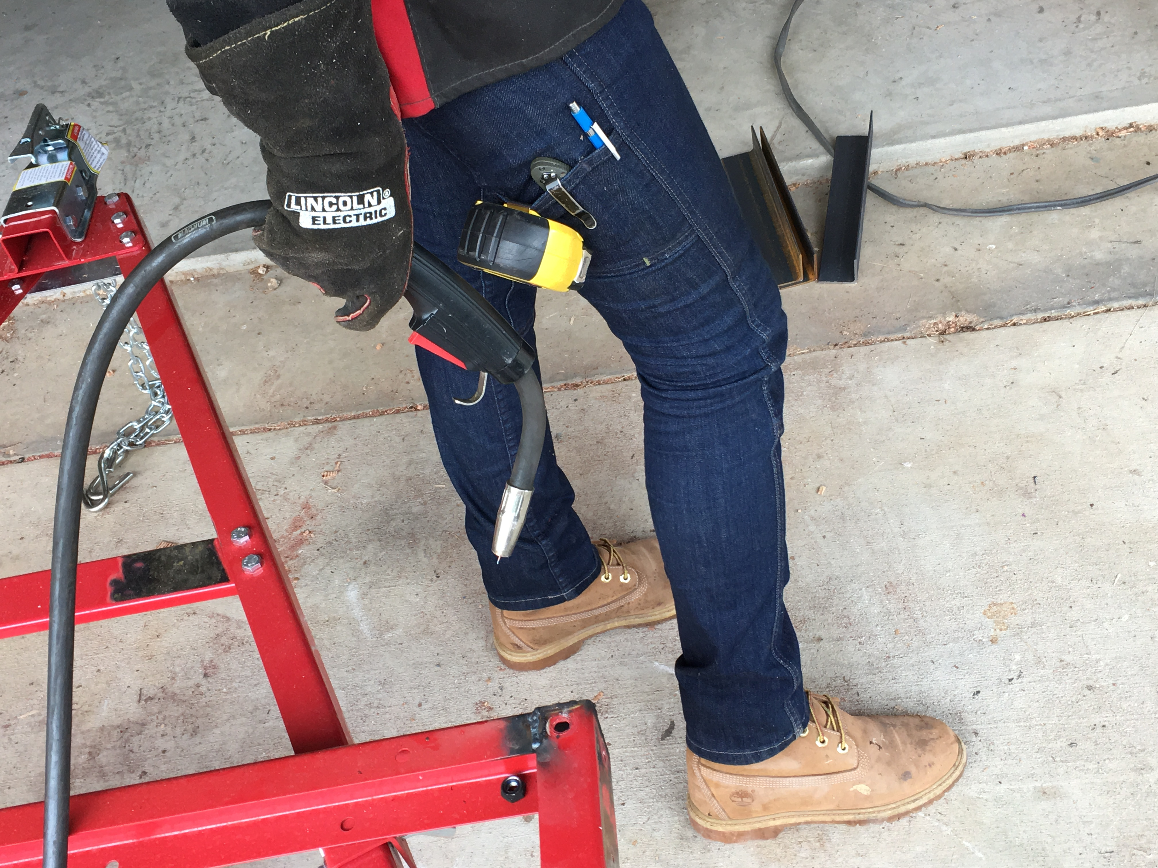 Tips of the Week: Silencing a Leaky Air Hose, Women's Work Pants, and the Kenny Rogers Rule