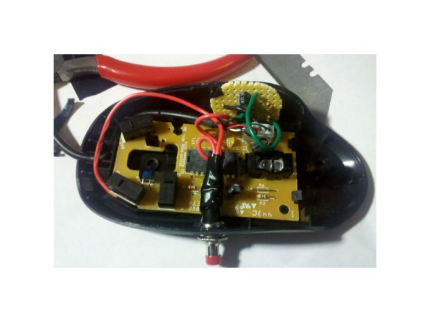 Adding Auto-Fire to a Computer Mouse (555 timer)