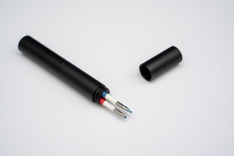フリクションや多色ボールペンの替え芯をスマートに持ち歩ける「SMART-HOLDER」