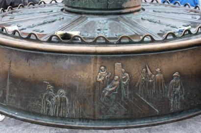 Auto de fé sculpture on lamp post bench