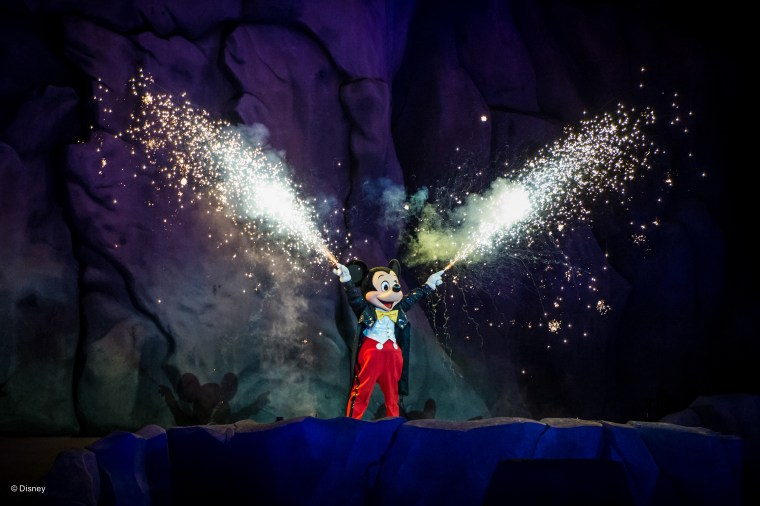 Fantasmic - 10 Must-See Shows At Walt Disney World