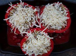 vegetarisch gefüllte Paprika mit Bulgur, Schafskäse und Champignons