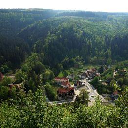 """Blick vom """"Weißen Hirsch"""" auf Treseburg - leider diesig und Gegenlicht!..."""