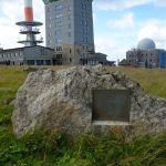 Brockengipfel mit Infotafeln, Hotel, Wetterstation und Museum