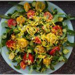 Solawi-Salat mit geraspelter gelber Bete