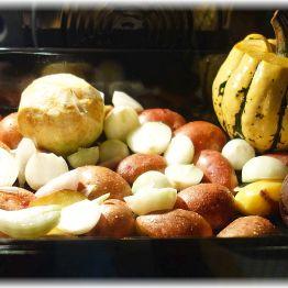Ofengemüse mit Kartoffeln, Zwiebeln, Sellerie, Sweet Dumpling Kürbis und Roter Bete - geht immer!