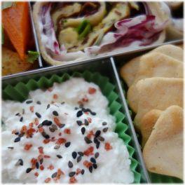 Lunchbots Cinco mit Hüttenkäse und Cräckern