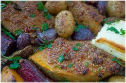 Kürbis mit Chili-Nusskruste aus dem Ofen