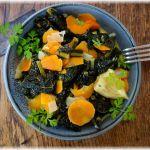Schwarzkohl mit Zitrone, Chili und Orangen-Kokosmilch-Sauce