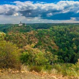 """""""Selkeblick"""", Stempelstelle der Harzer Wandernadel, mit Aussicht auf Burg Falkenstein"""