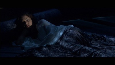 Padme sleeping in her room star wars attack of the clones 23124129 800 451