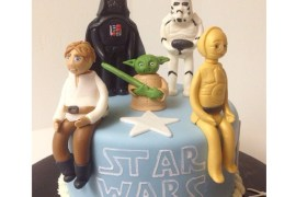 Natalie Cupcake - Check out this awesome Star Wars cupcake!
