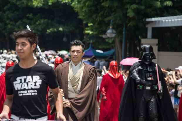 Fan Costume1