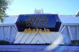 PATH OF THE JEDI SIGN - Disneyland's Star Wars: Path of the Jedi sign is up at the old Magic Eye Theater!
