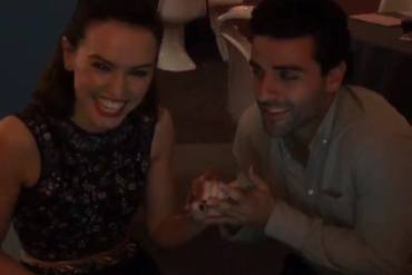 """daisy and oscar - Daisy Ridley and Oscar Issac from Star Wars: The Force Awakens Duet """"Baby it's cold outside""""!"""