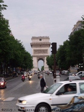L'Arc de Triomphe - looking south