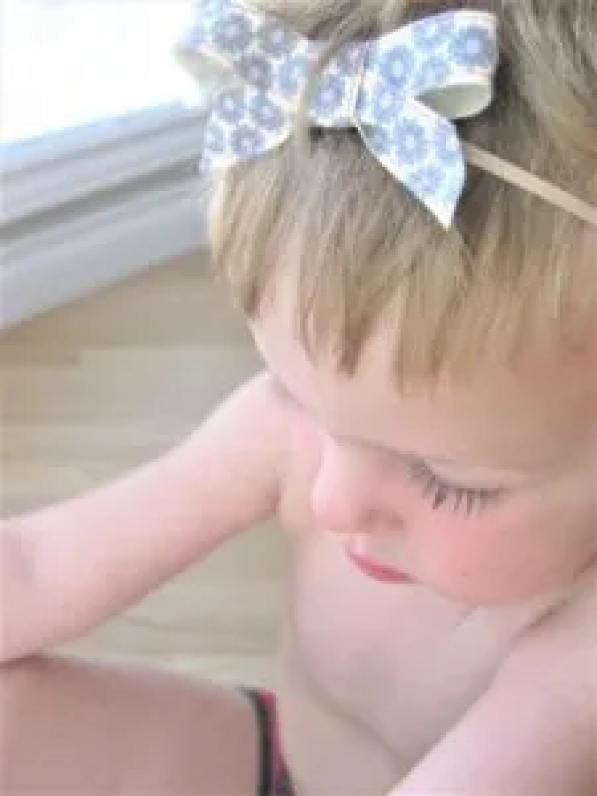 DIY baby nylon headband - baby model