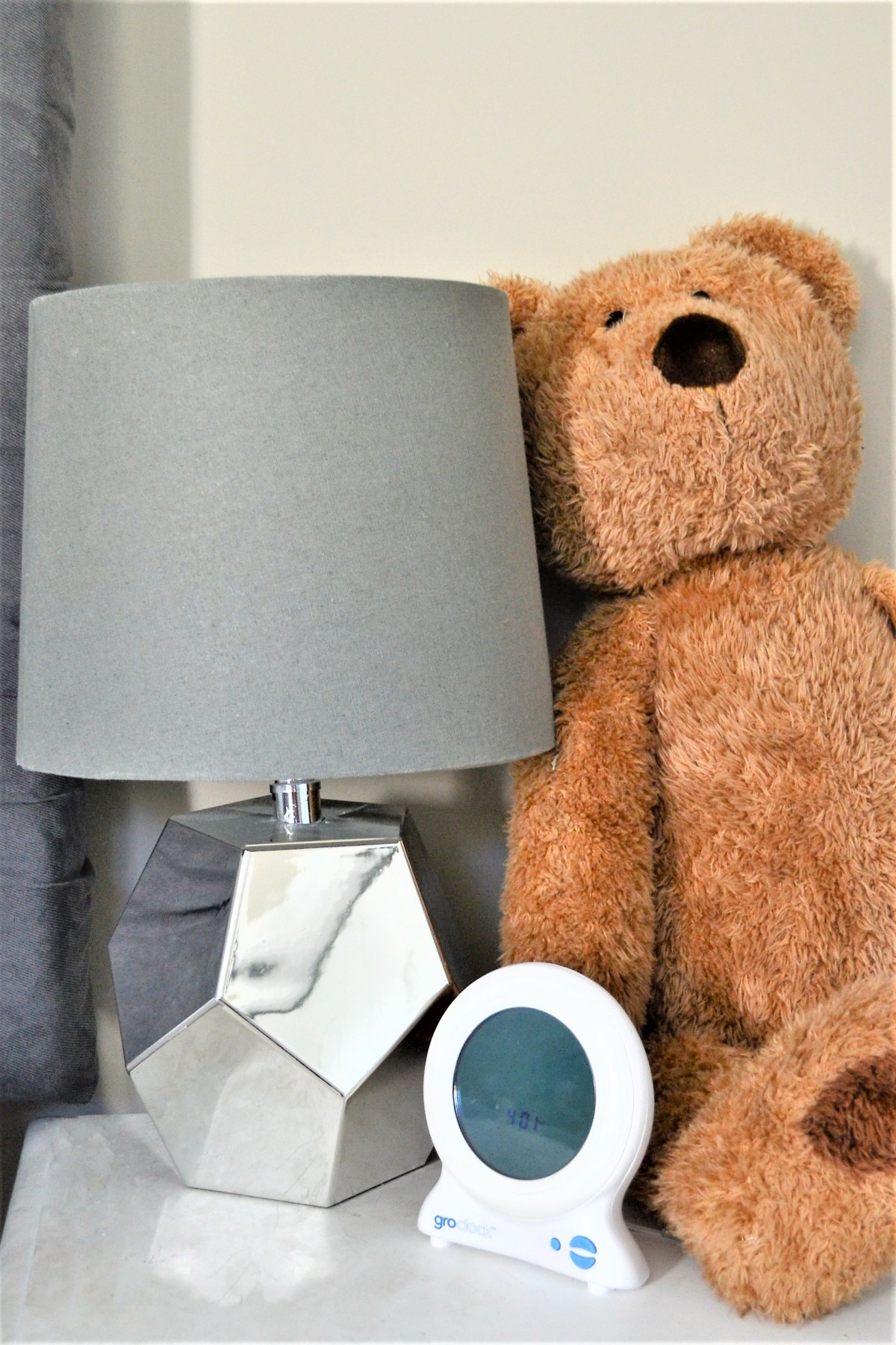 How to decorate your kids room with silver accents - silver lamp