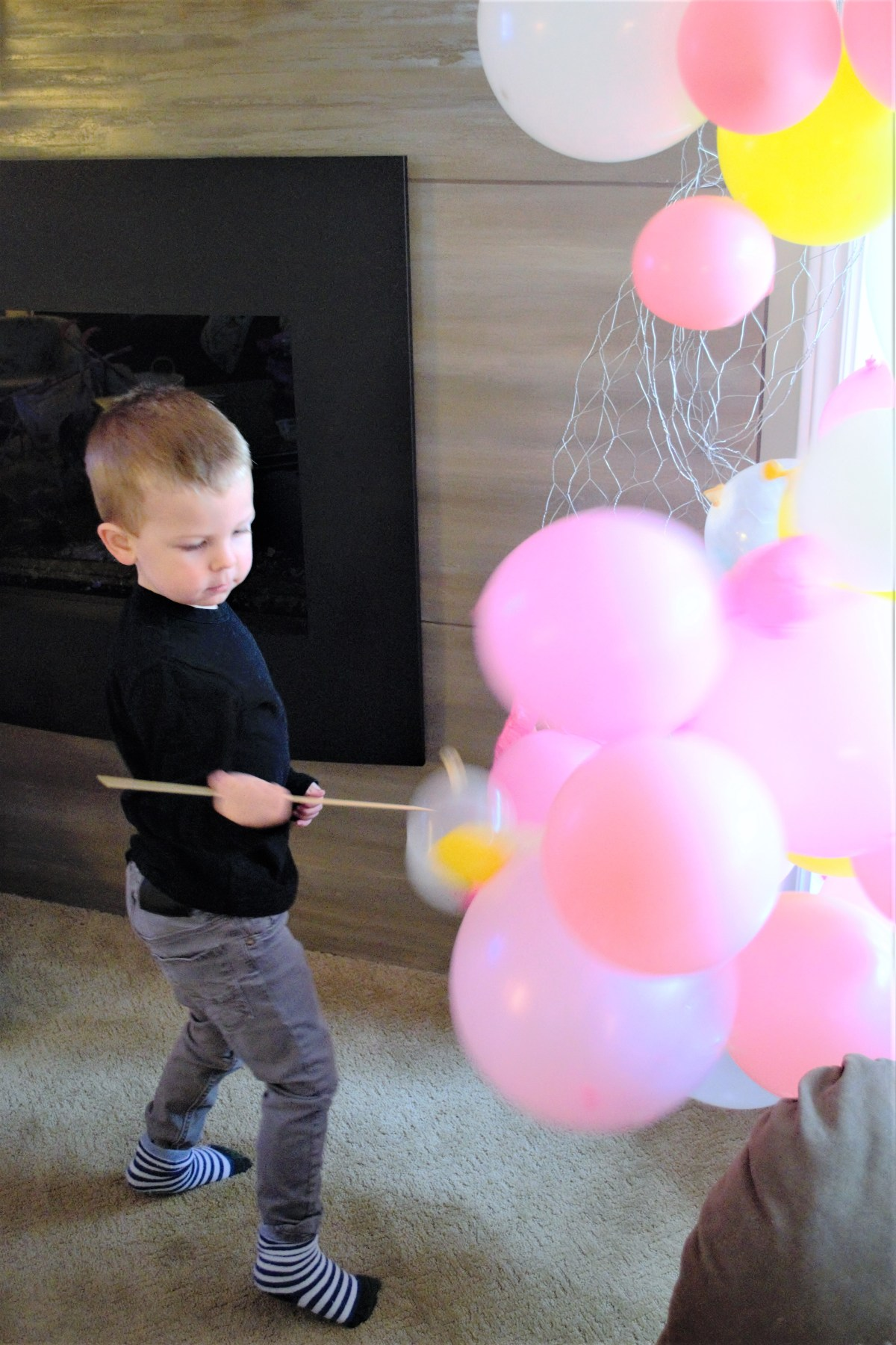 Balloon Arch Tutorial! - child with sharp object