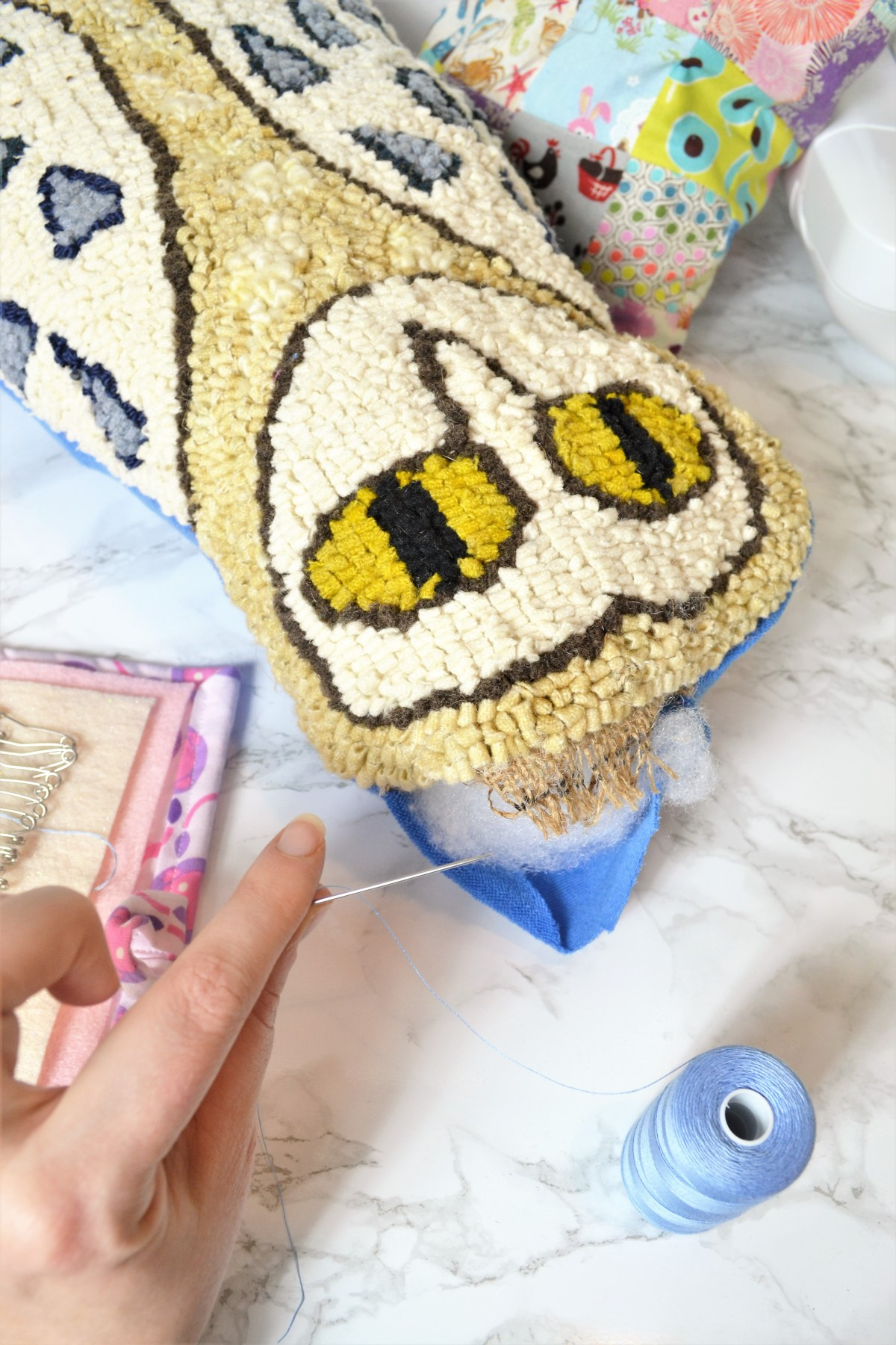 Rug Hooking: How to Make Your Rug Hooking Patterns into a Pillow! - hand stitch closed