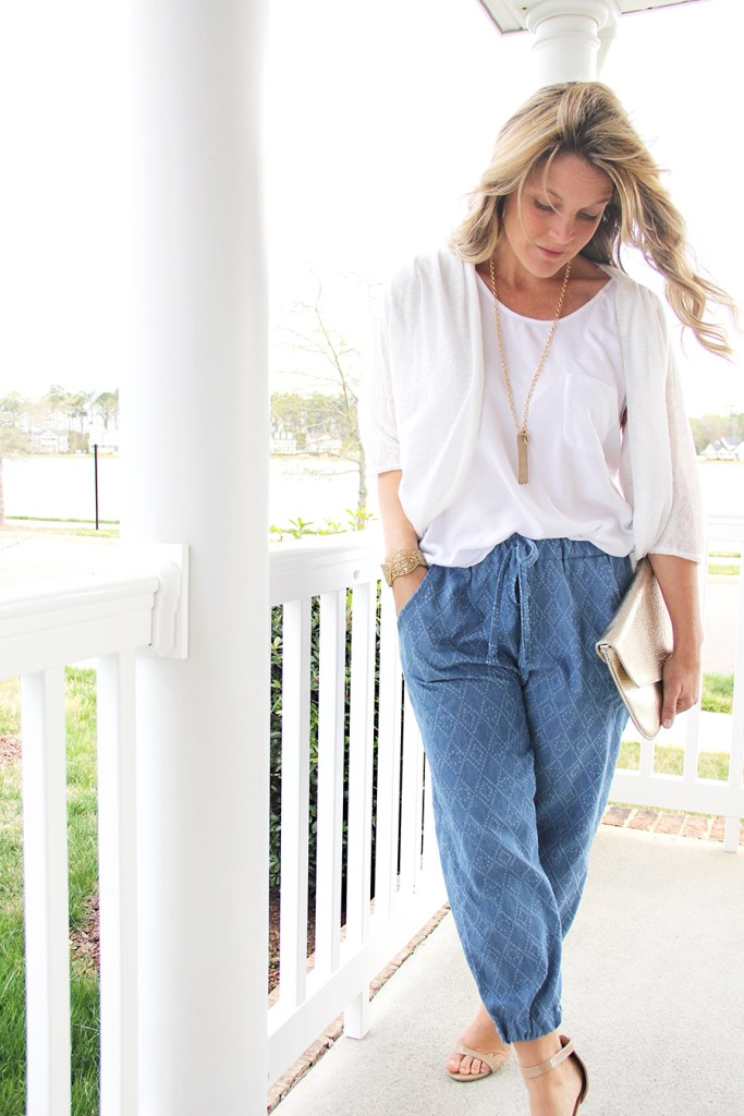 10 Free Women's Comfy & Stylish Pant Sewing Patterns - Round up -How to Sew Jogger Pants - from Me Sew Crazy