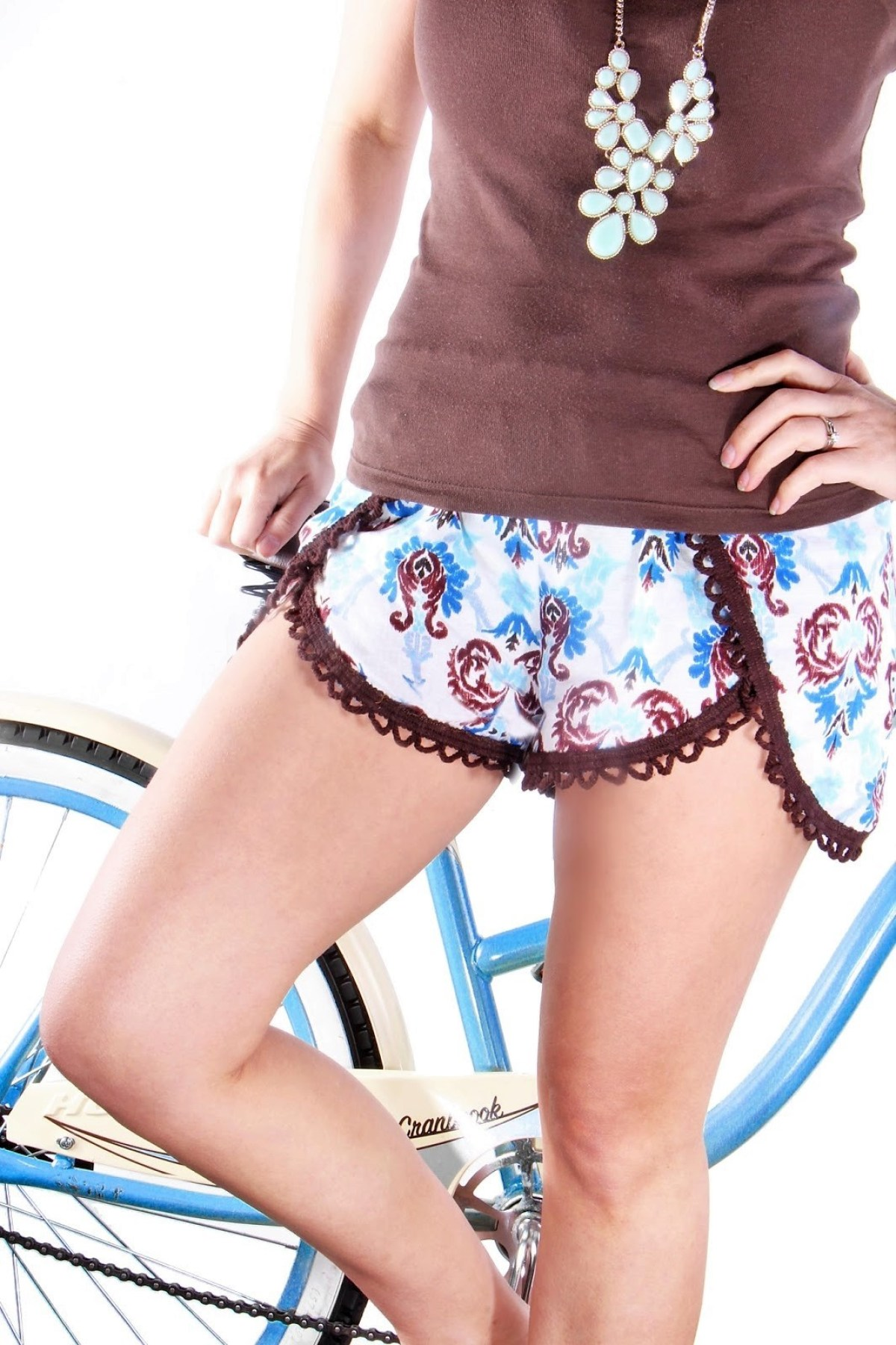 10 Free Woman's Casual Shorts Sewing Patterns: Round-up! - Pinwheel Shorts - from GrosGrainFab