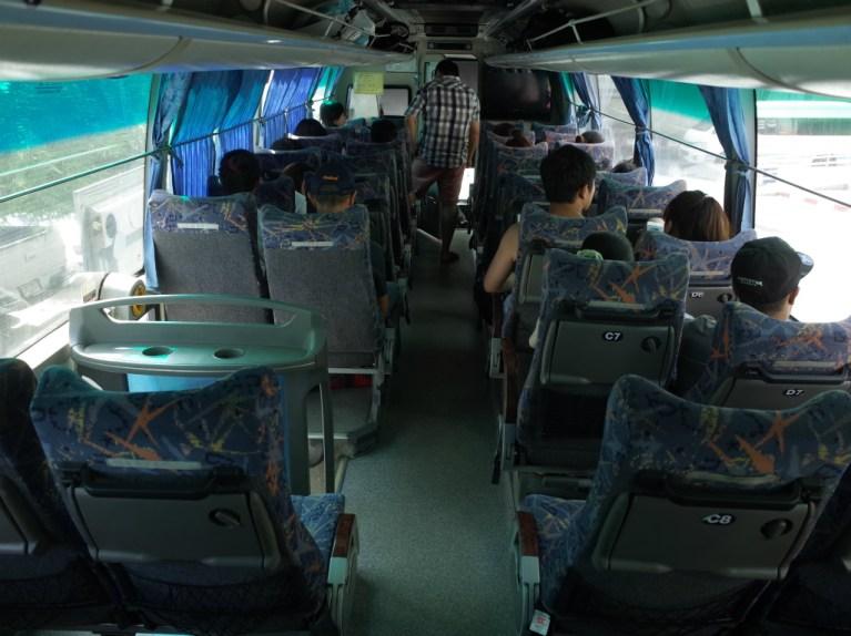 バンコク→トラート行きのバス車内