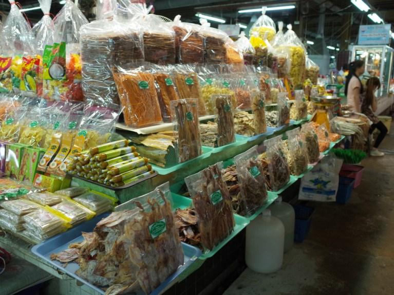市場は海産物も豊富