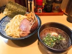 麺処三ツ葉亭の黒つけ麺800円とトッピング200円