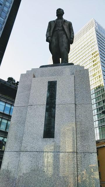 東京駅の井上勝像