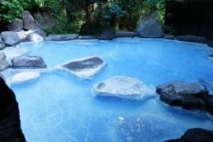 温泉の色 コバルトブルー