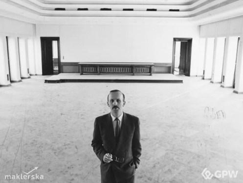 Wiesław Rozłucki w pustej sali notowań w budynku komitetu PZPR