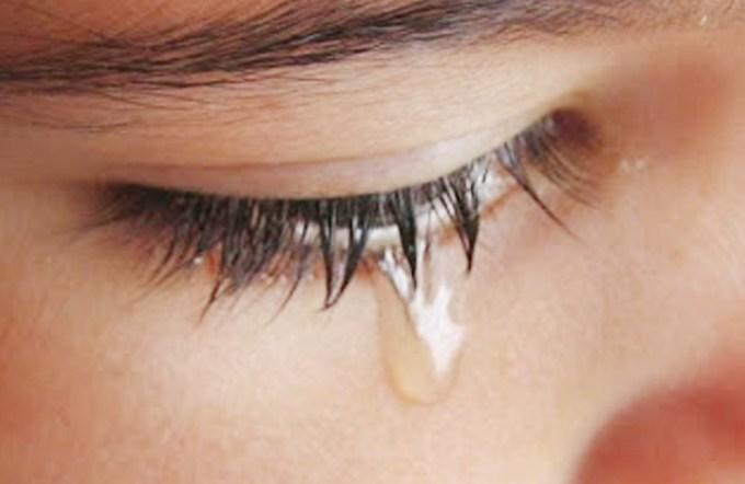 menangis karena cinta