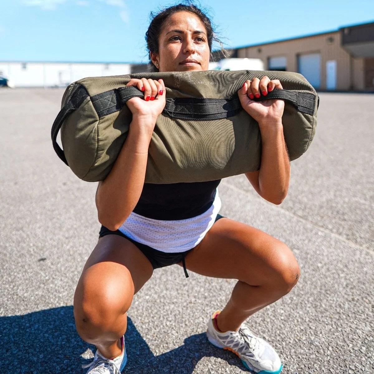 athlete-squat-sandbag